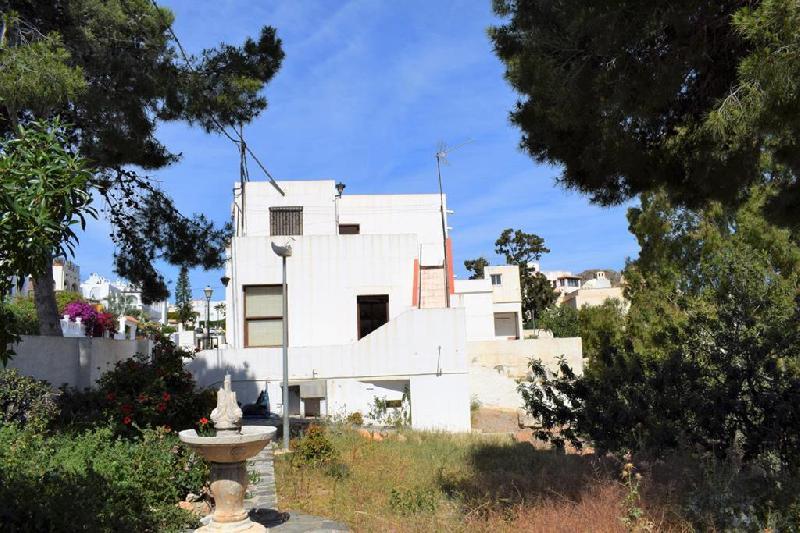mc1009-Huge villa in need of total refurbishment.