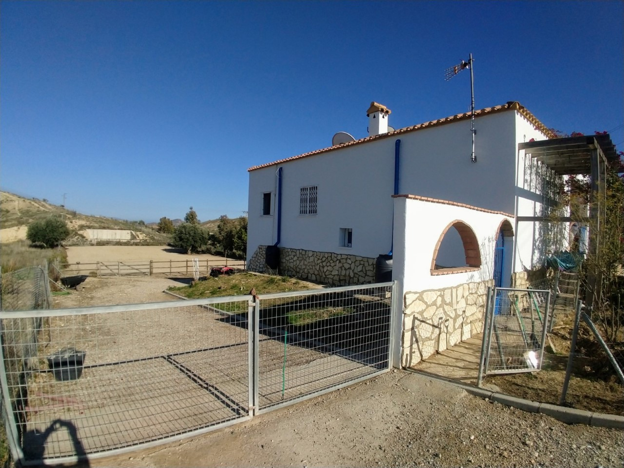 m1137-Large property on the outskirts of Turre.