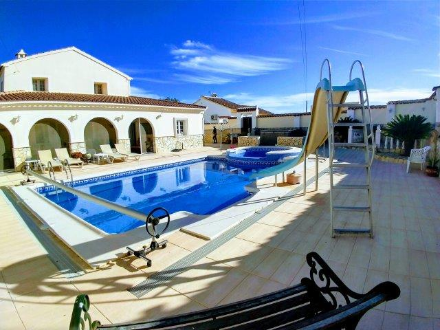 m1074-Executive villa on large walled plot in Arboleas.